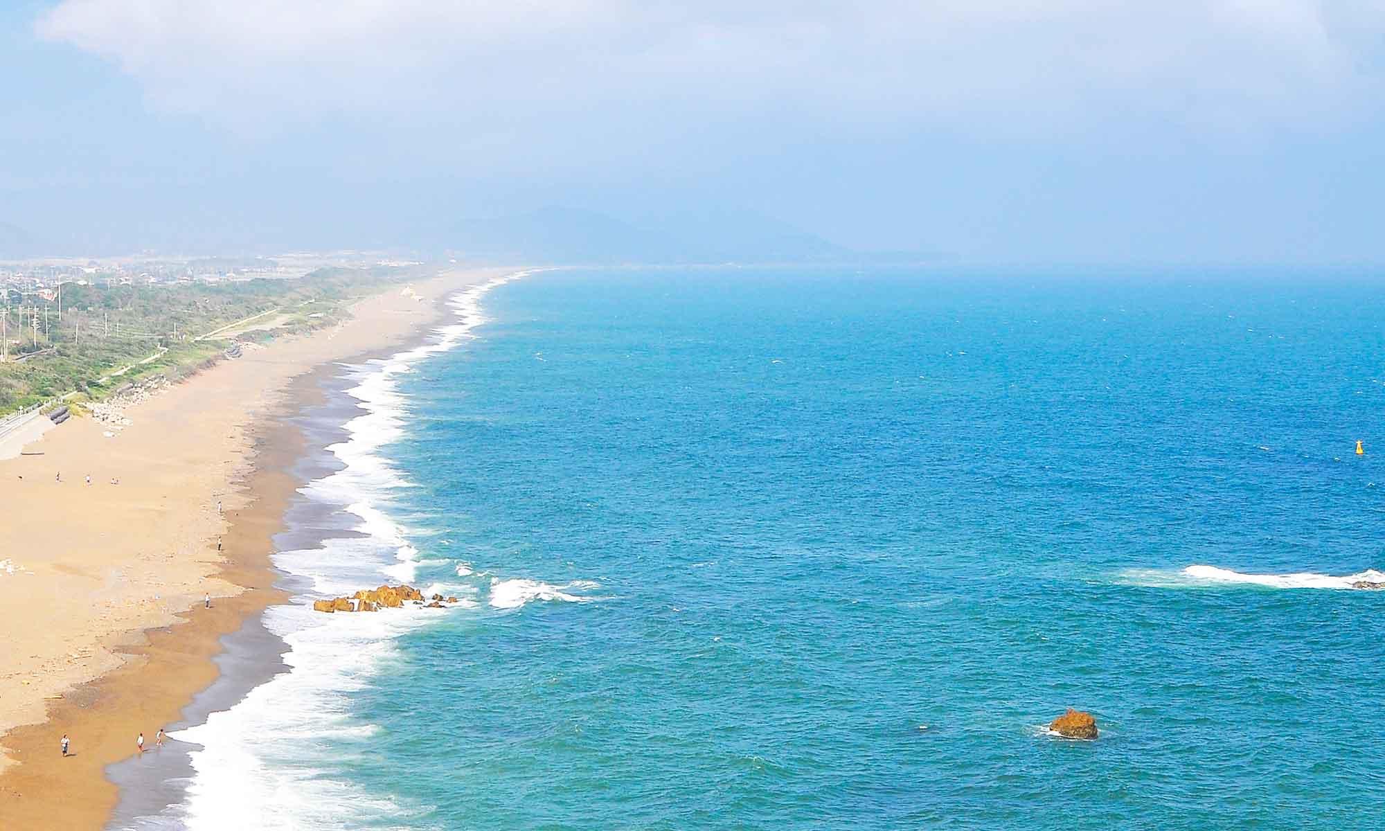 遠州灘伊良湖の海